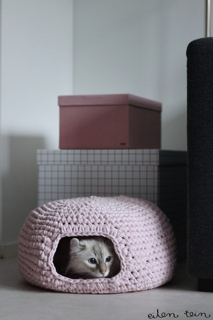 Cozy Crocheted Cat Cave by Eilen Tein