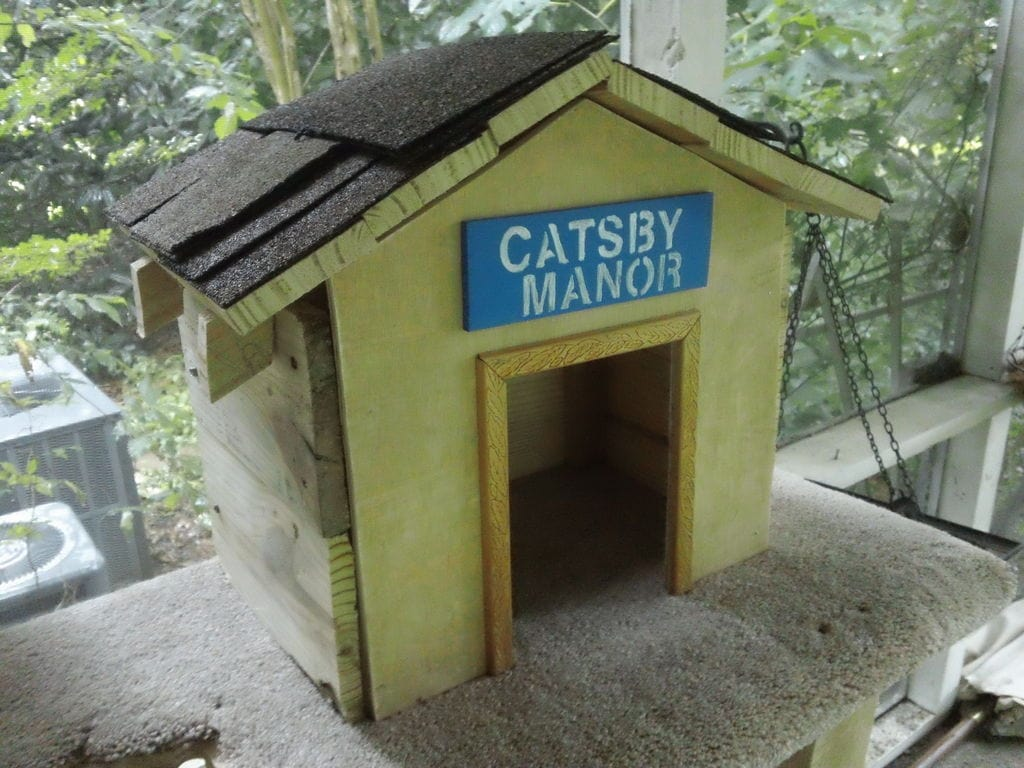 Pallet Cat House from Instructables